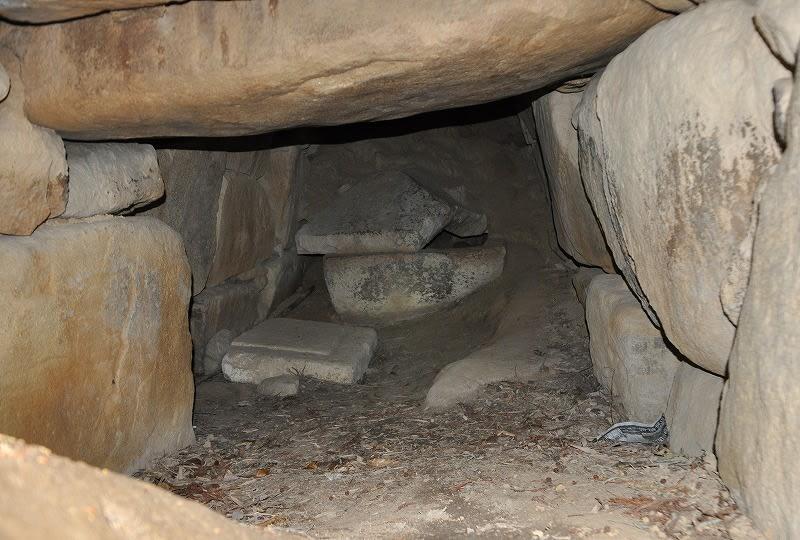 東乗鞍古墳の石室内部