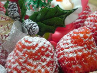 イチゴの上に、ちょこっとかかってる砂糖が、また美味い(笑)