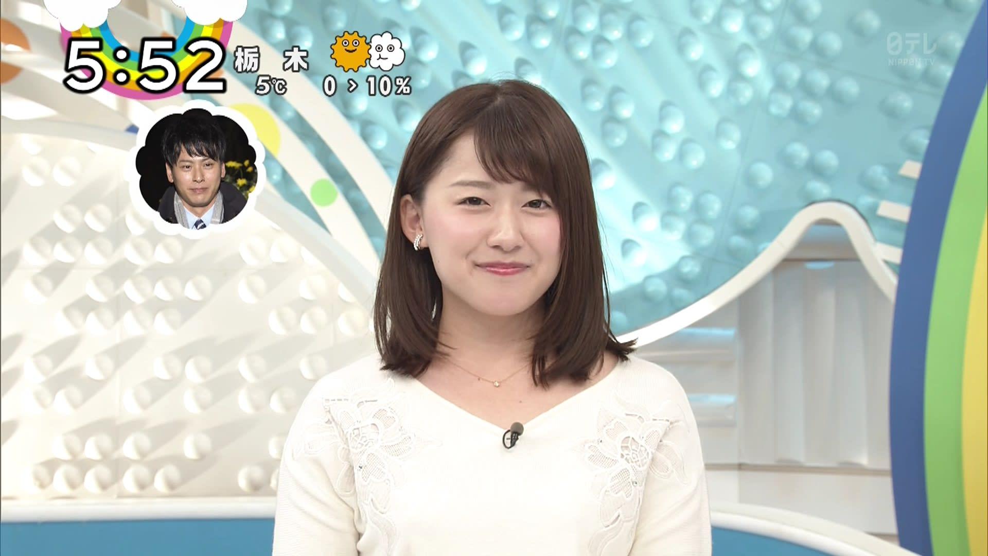 ストレートヘアの尾崎里紗