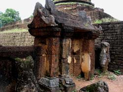 Wat Khao Suwankhiri門