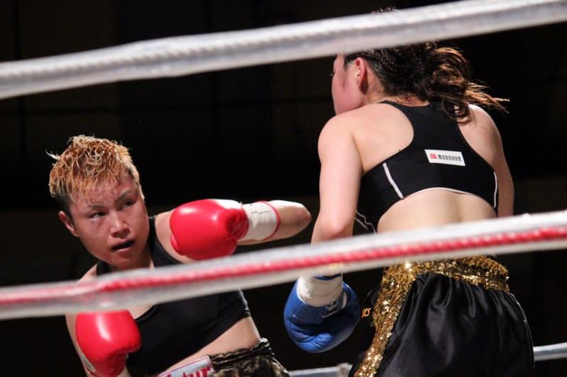 安藤 麻里(フュチュール)vs黒木 優子(YuKO) 6 - SACRED RING Photo