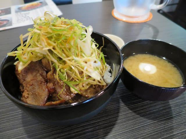 ピリ辛ネギ豚丼