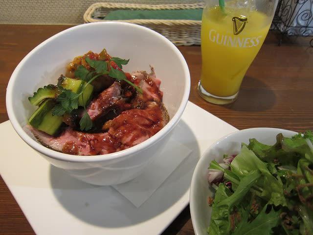 日替わりランチ(牛モモ肉ローストビーフ丼セット)