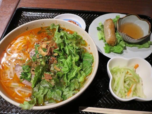 ランチセット(旨辛スープのブン・ボー・フエ)