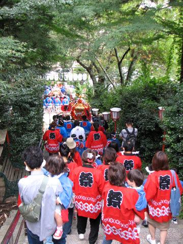 湯泉神社からスタート!