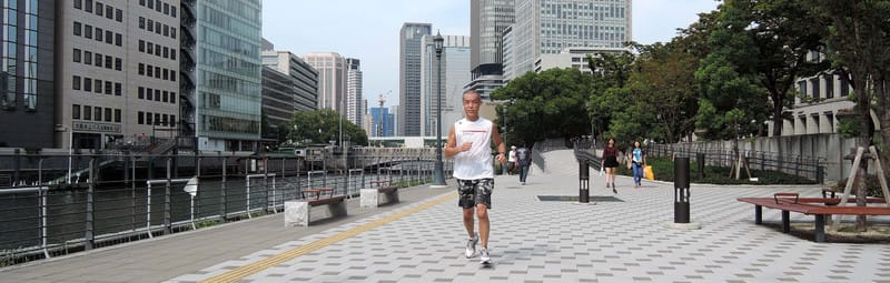 Jackie_jogging_in_a_place_between_r