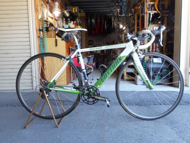 自転車愛好家でサドルの位置で ...