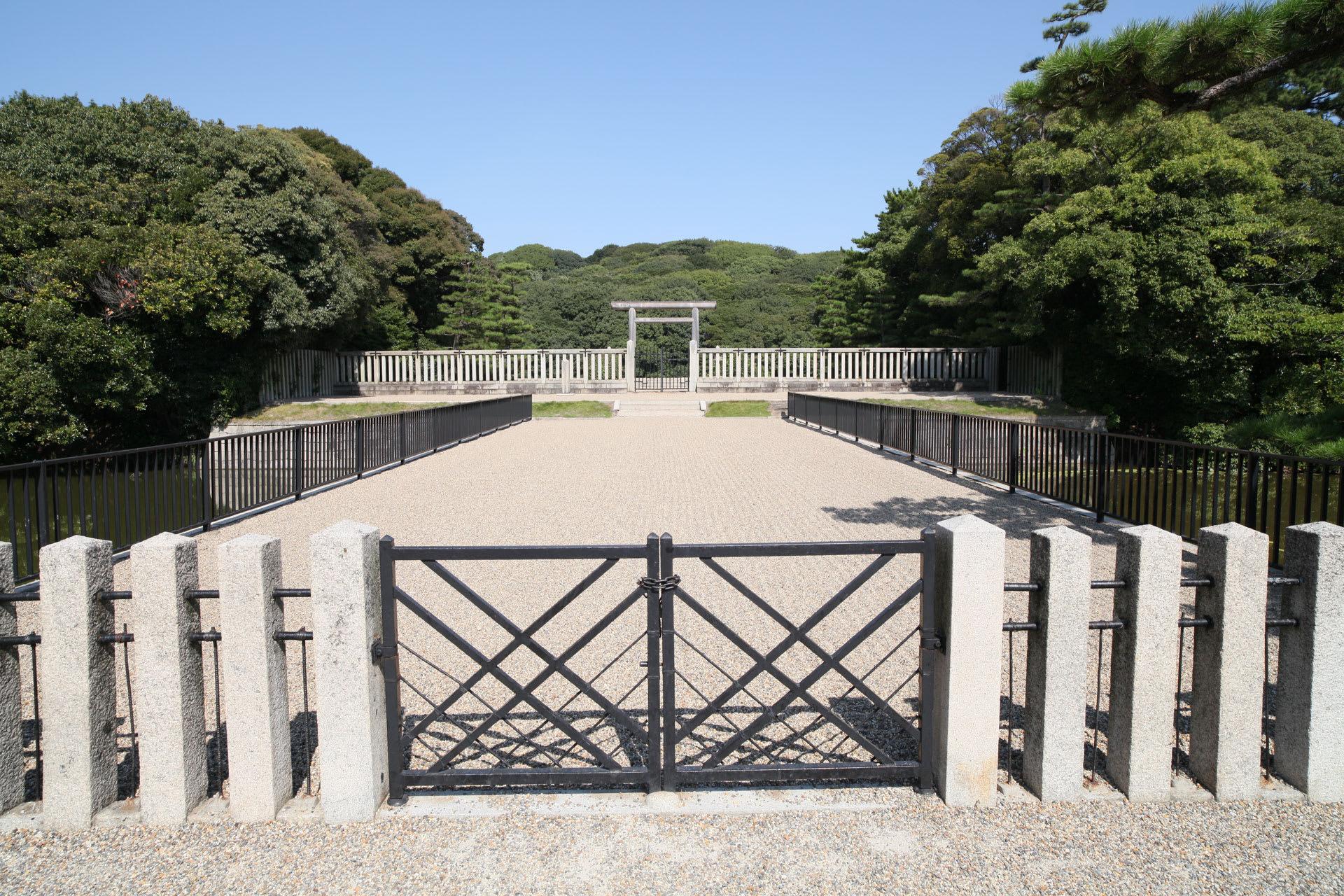 ここは大仙陵古墳に隣接する大仙公園。 ※使用レンズはここから Zeis...  一瞬に永遠が刻ま
