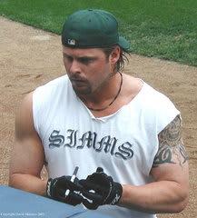 d910cdeda246d203e2eabd2d92ce61c9 - 【MLB左の強打者】筋肉増強剤スキャンダルから這い上がったジェイソン・ジアンビ選手(44歳)が現役引退