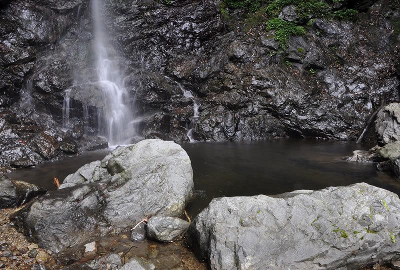 篠原宮の滝壺