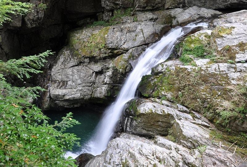 みたらい渓谷光の滝