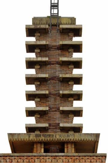『東西名品 昭和モダン建築案内』は、北夙川不可止・文、黒沢永紀・写真で贈る、昭和初期(1920年代)の建築を、テーマ別に東京圏と京阪神で徹底比較