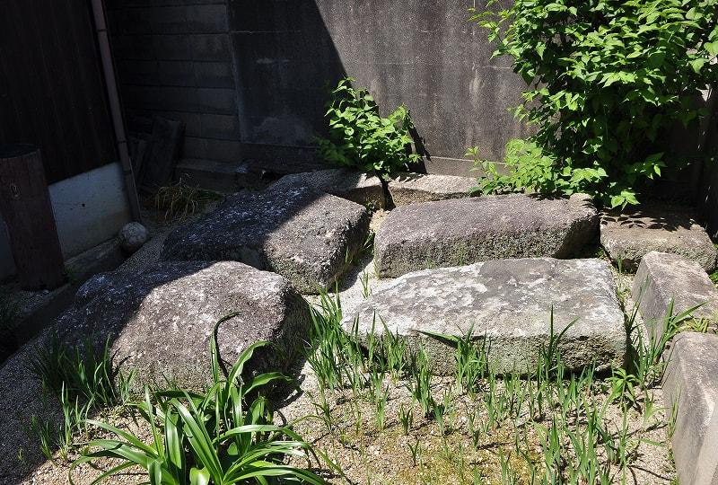 浄土寺の石棺材
