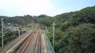 内房線の竹岡駅の一線スルー - 岩井のやまのい