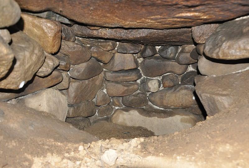 米谷東古墳石室内