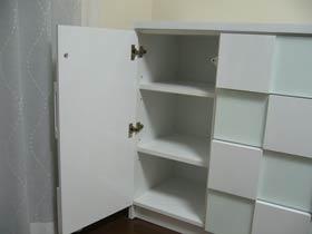高さを高くしたぶん棚板を一枚追加 日本製のオーダー製作品ならではの作りです