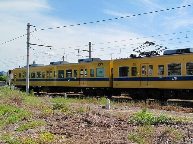 自転車の 自転車 撤去 盗難届 : 神辺駅を発車する黄色い電車福 ...