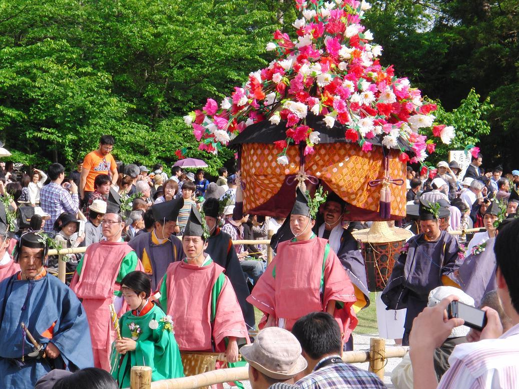 ご主人様~~ 今年も葵祭にお出かけですか? そうだね。 昨年は出発地点の...  茶々のブラボー