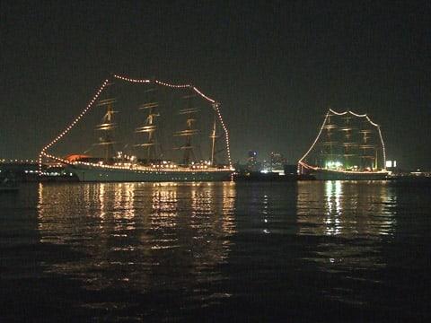 日本丸と海王丸の夜景