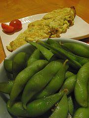 お通しの枝豆&「不細工なたまご焼き」