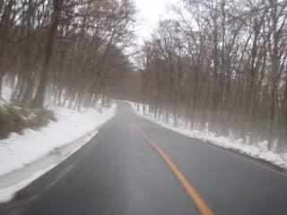 ここら辺は雪がまだ残っています。2~3の沢付近が一番多い?