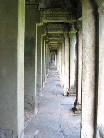 アンコールワット 列柱 こういう柱が並んでるだけでも ウットリ