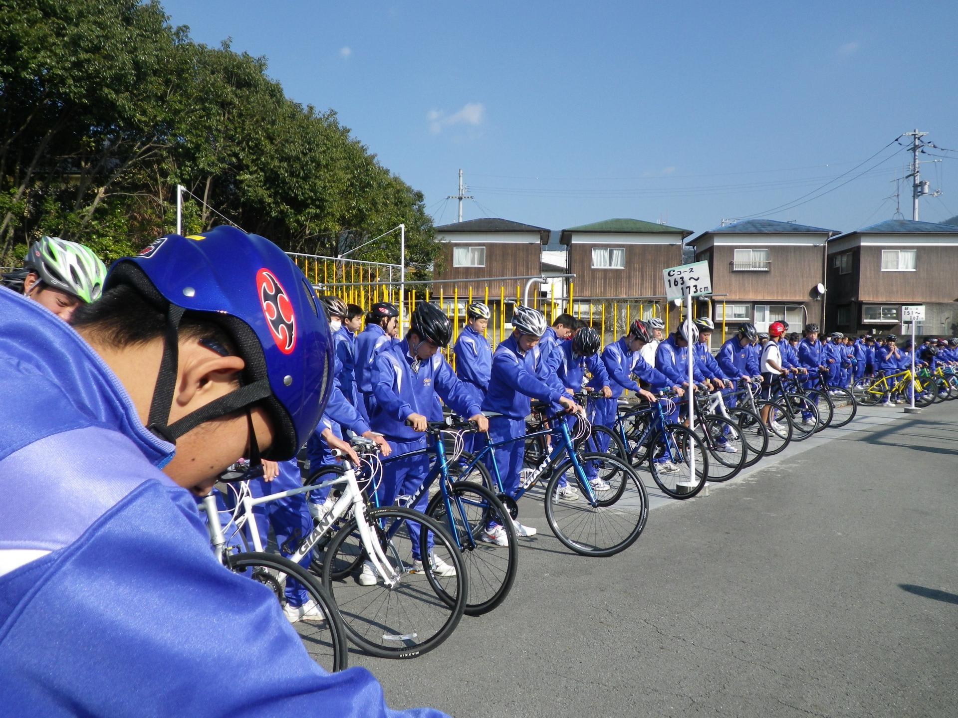 自転車の 愛媛 自転車 チーム : なんか・・ 本当にこんな人数 ...