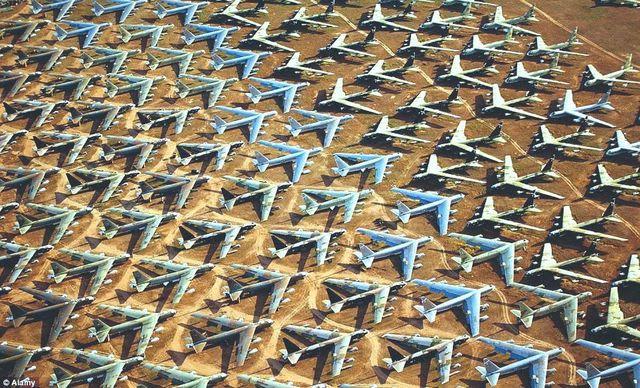 2017 02 11 行商人【わが郷】では飛行機なんか掃いて捨てるほど有る。
