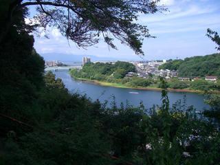 月見亭から瀬田川を望む