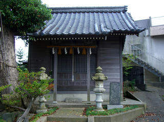 神明2丁目の「辰巳川神社」