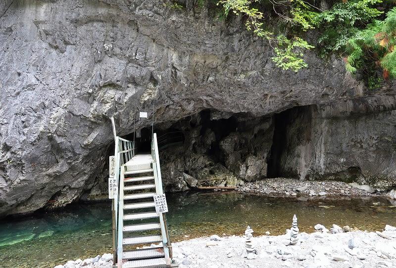蝙蝠の岩屋