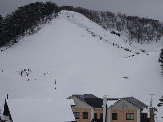 豪円山の斜面。数えてみたら、30人強いました。