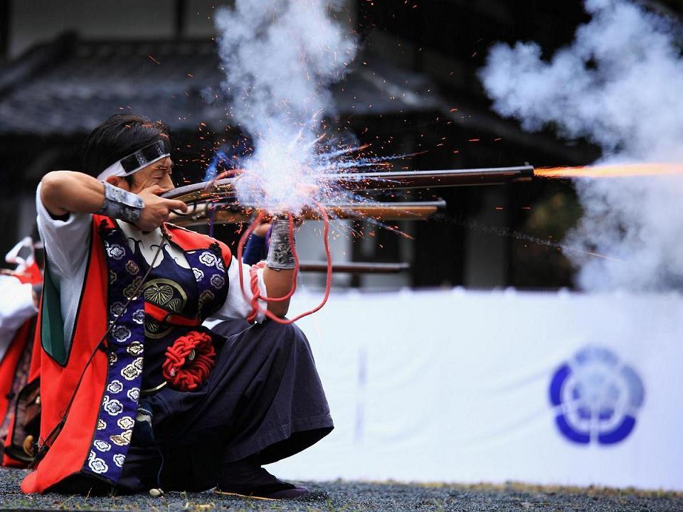 火縄銃の発砲...信長公の紅葉まつり - 写遊人のきままなブログ