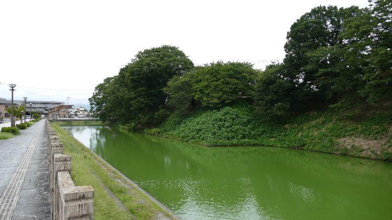 霞城のお堀