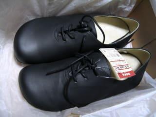 先の丸い、足なり紐靴(無印   革靴 つま先