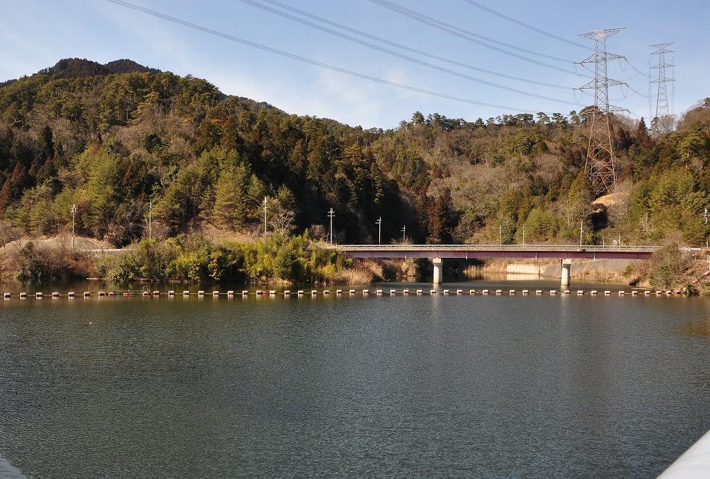 宮奥ダム湖と橋