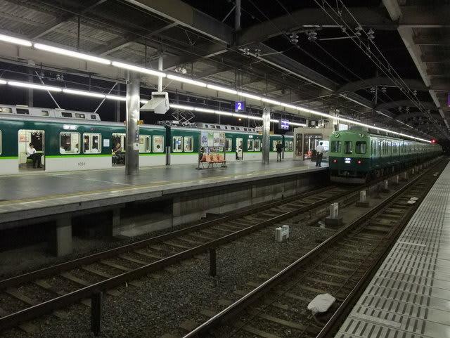 樟葉駅での快速急行と準急の連絡