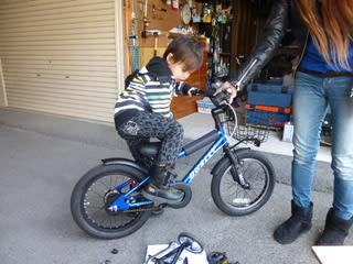 自転車の 子供 自転車 補助輪 外し方 : これで補助輪も外れ試しにまた ...