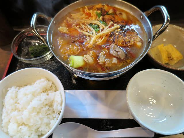 火鍋ランチ(麻辣スープ+鶏)