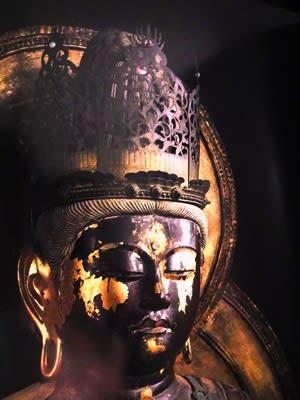 写真は、奈良県の円成寺に鎮座する大日如来像 です。 仏師として歴史に名... 大日如来の宝冠に輝