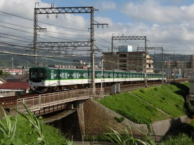 京阪7200系ひらかたパーク開園100周年記念ヘッドマーク付き