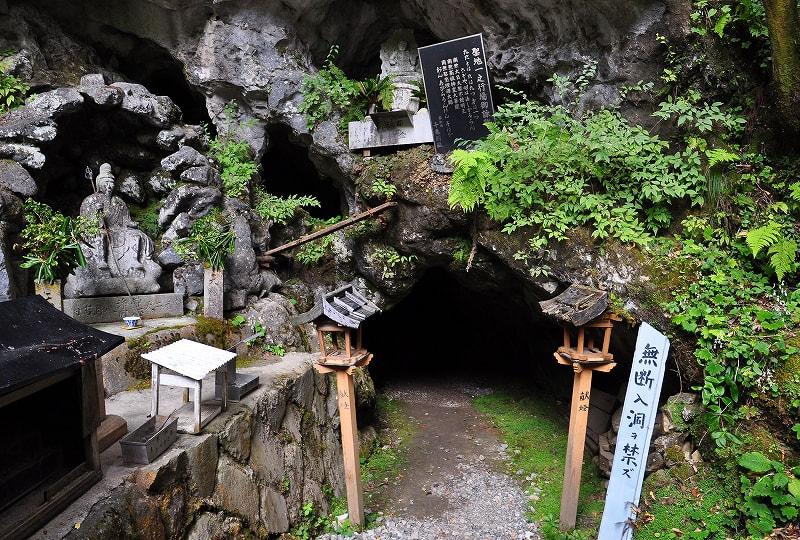 蟷螂の岩屋入口