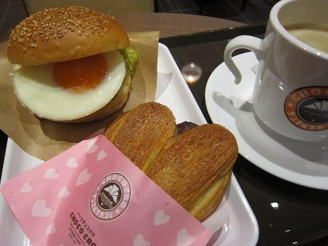 目玉焼きチキンカツバーガーセット(ハートチョコクロ+アメリカンコーヒーM)