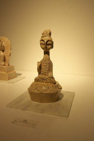展示は大小さまざまな仏像がありますが、中でも私は首の長い仏像が好きでし... ライフスタイルをデ