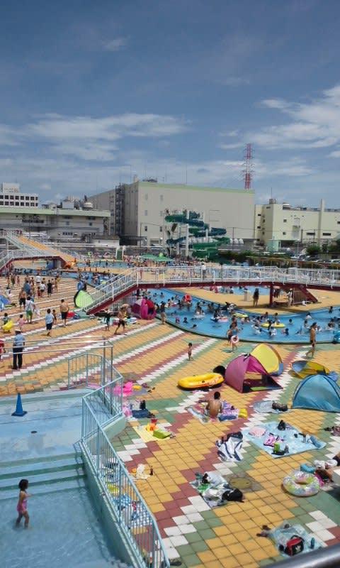 浦和市沼影市民プールでの泳ぎ -...