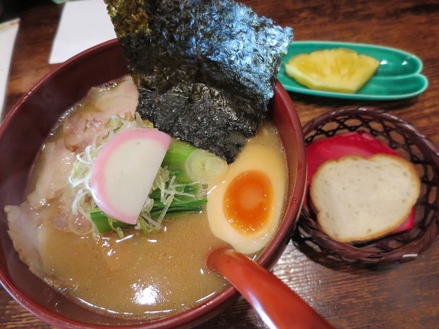 鶏白湯ラーメン(醤油・特製)