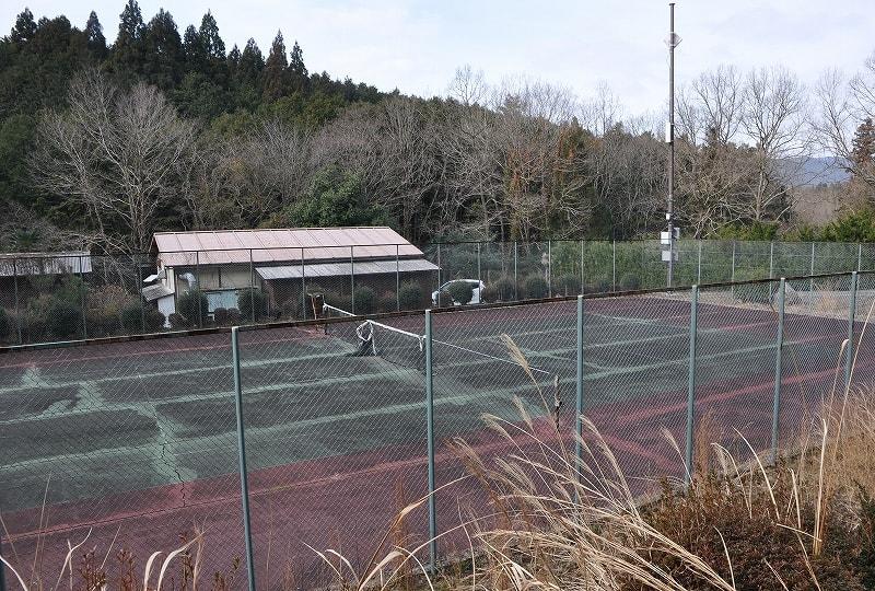 滝谷古墳前テニスコート