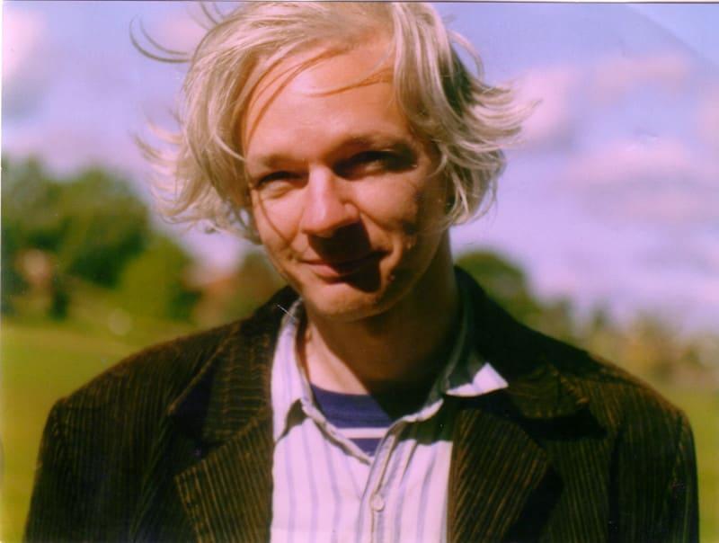 Julian_assange_full1
