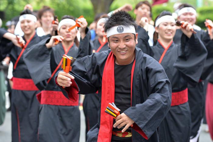 「よさこいinおいでん祭」ではパレード形式の演舞を2回楽しませてもらった。