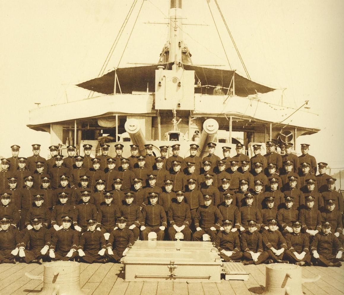 昭和九・十年度練習艦隊巡航記念写真帖より。 後艦橋のディテールが分かる...  艦船、つれづれ雑
